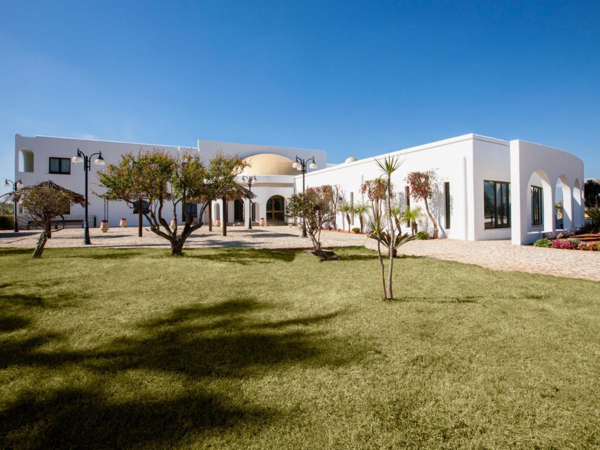 Курортный отель Zahira Resort