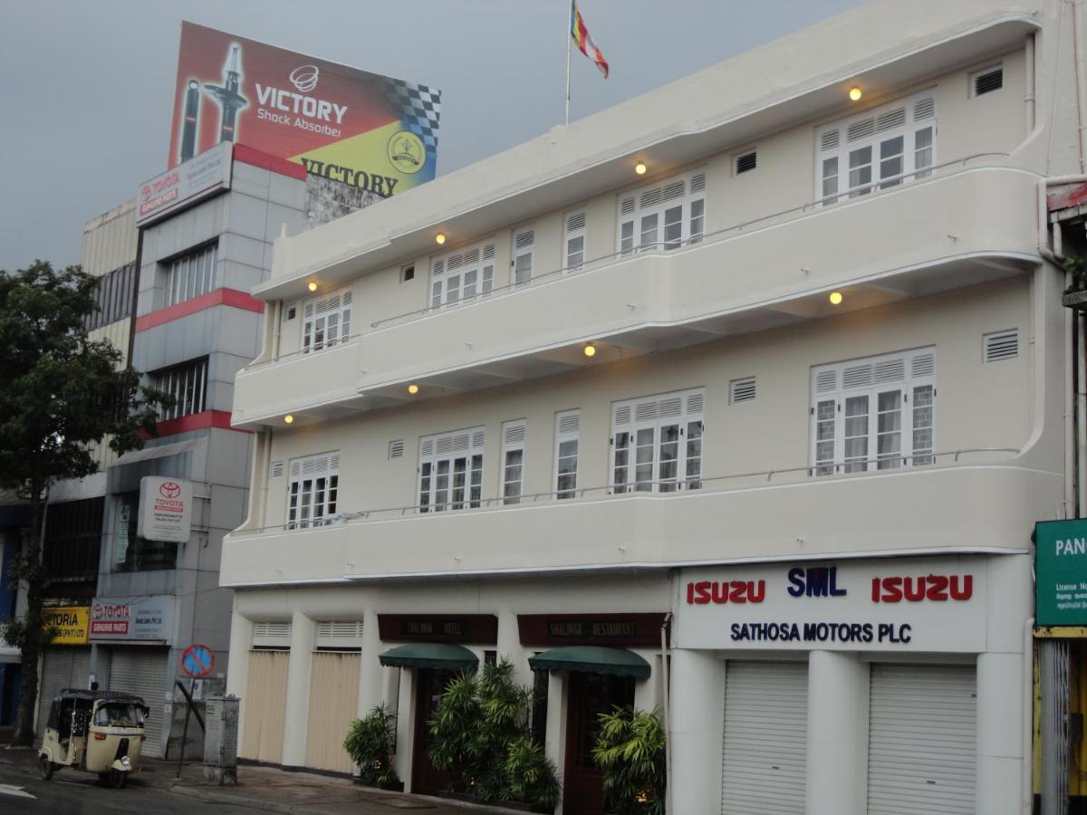 Отель  Shalimar Hotel