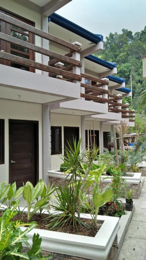 هتل Ferellee Beach Front Inn