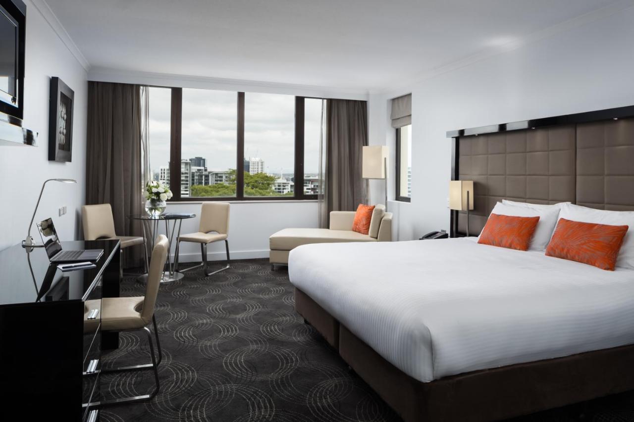 Отель  The Park Hotel Brisbane