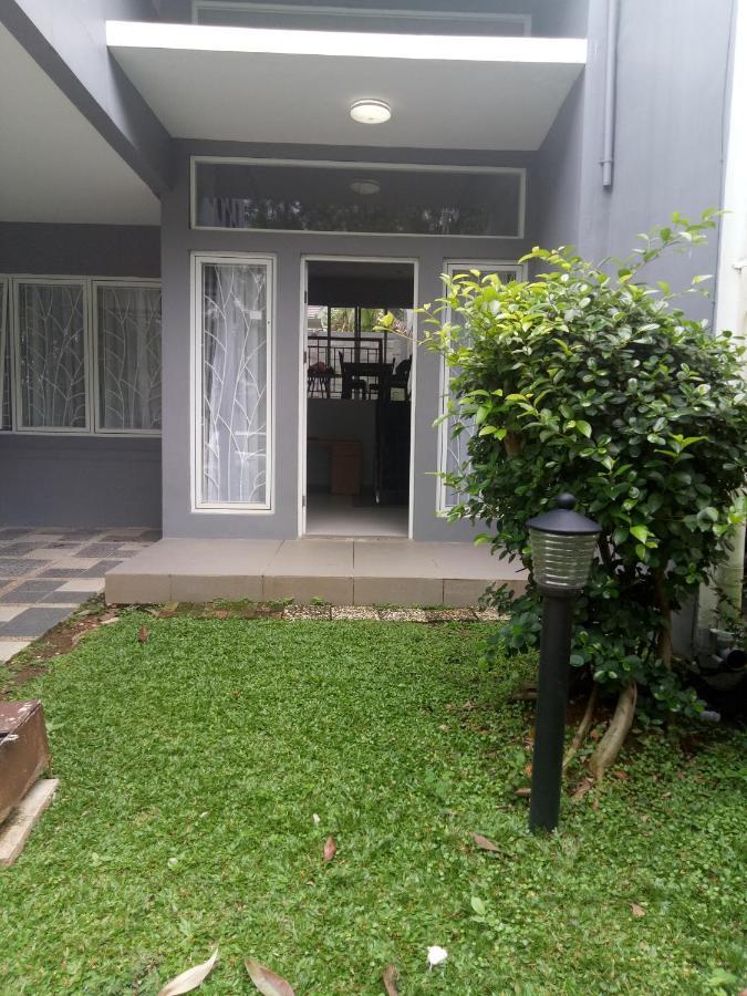 Фото  Дом для отпуска  Rumah Nyaman