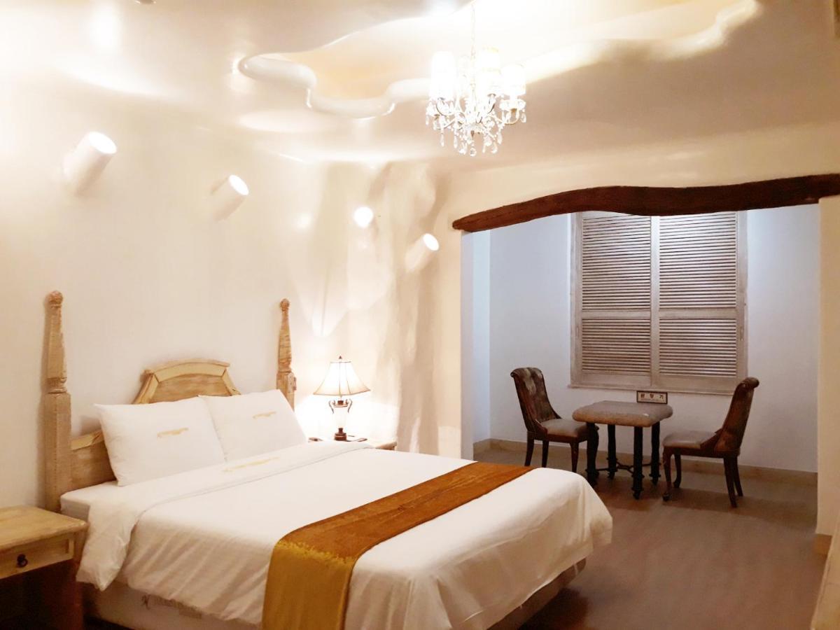 Отель  Newvera Tourist Hotel