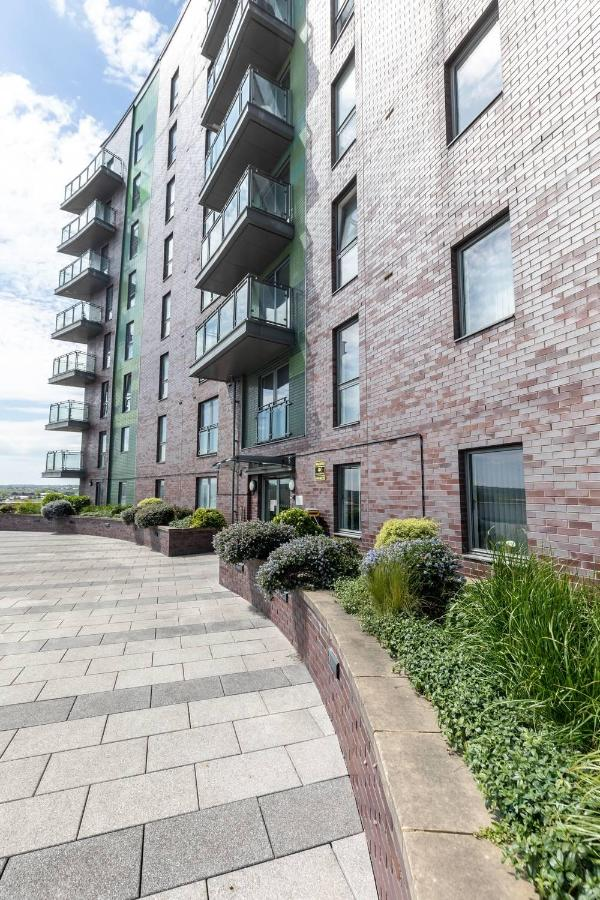 2 Bed Apartment In Leeds With Balcony Underground Parking