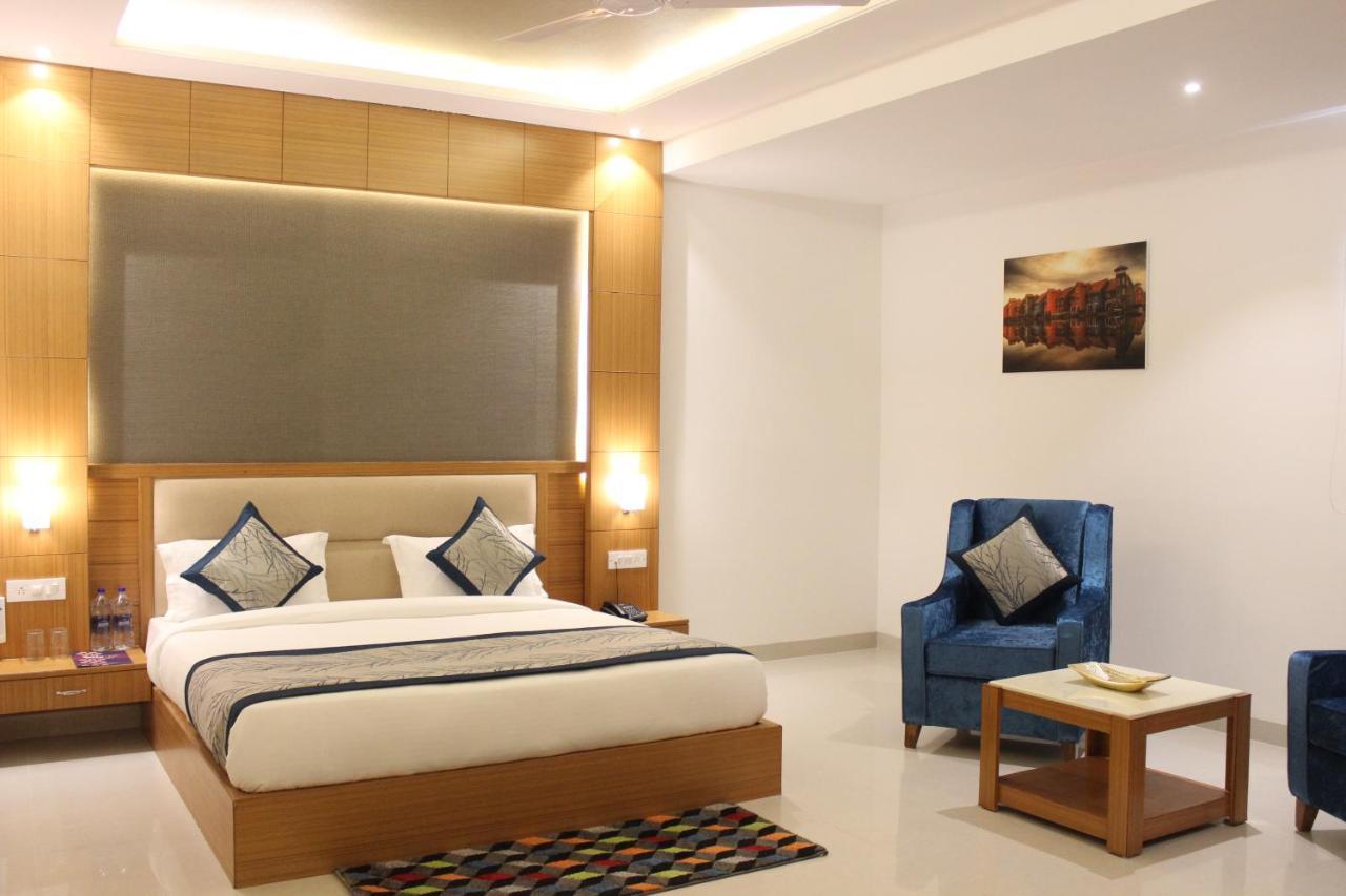 Отель  Hotel Transit IGI