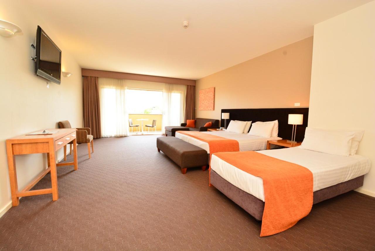 Отель  Mornington Hotel