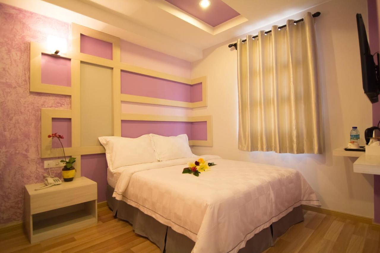 Отель  Sunshine Inn Plus