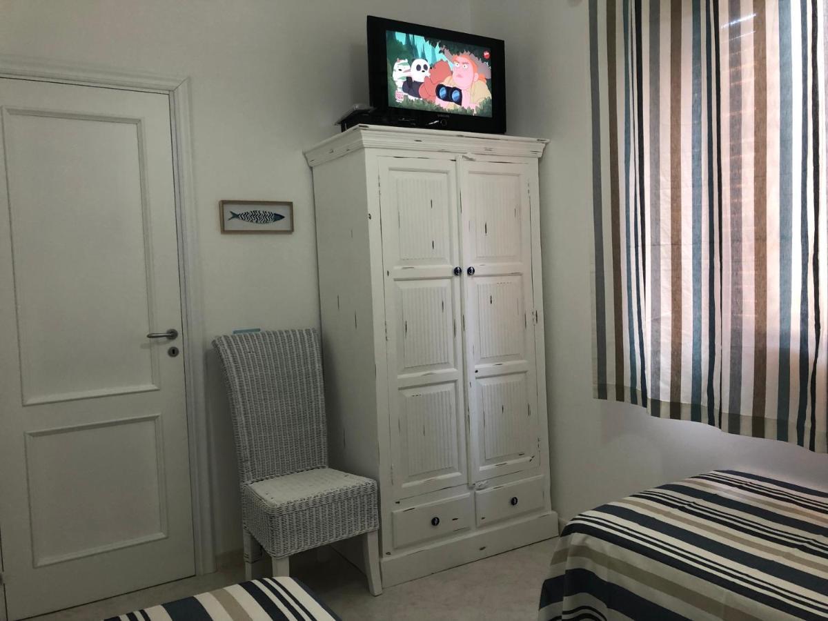 Mobile Lavabo Piu Lavatrice appartamento supa a terra, lipari, italy - booking