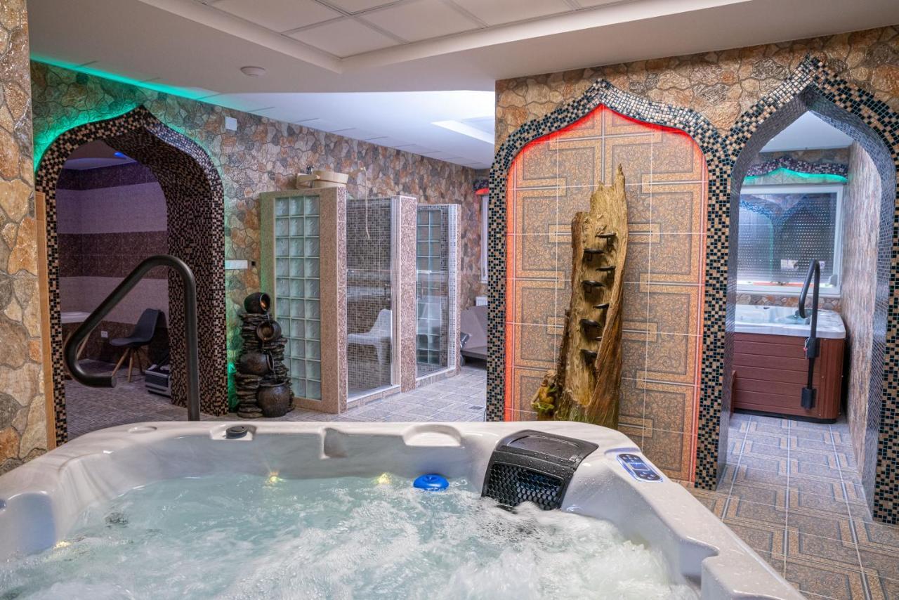 Отель  Hotel Zenubia
