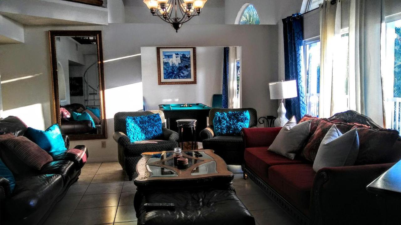 Апартаменты/квартира  3000 Sq Ft Beach And Bay Condo