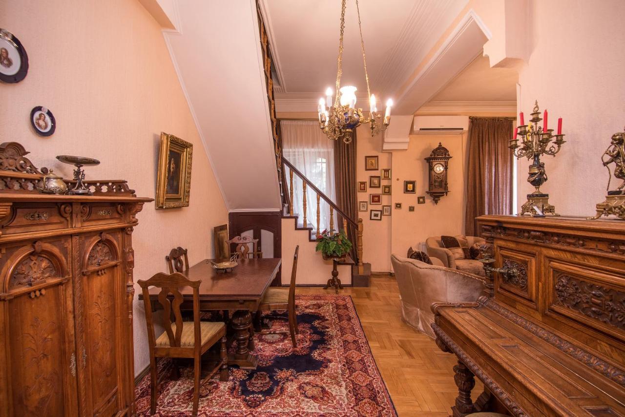 Lia's Guest House