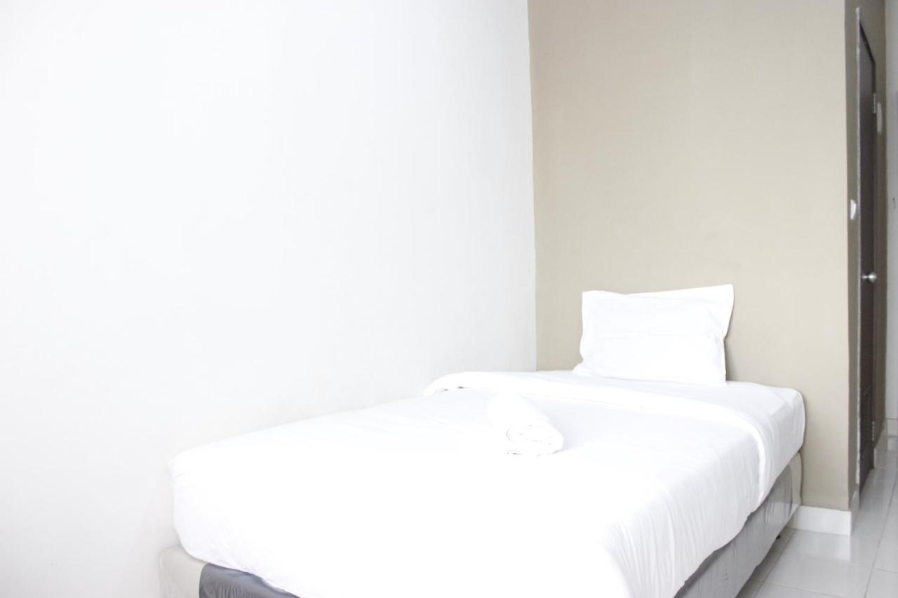 Апартаменты  Compact Studio @ Easton Park Residence Jatinangor Apartment By Travelio
