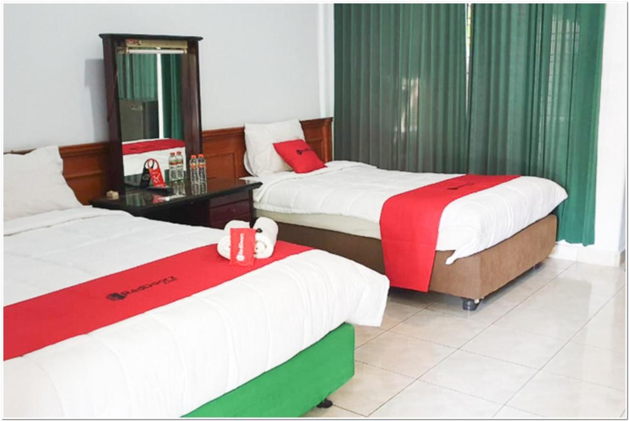 Отель  RedDoorz Near Bojonegoro Train Station