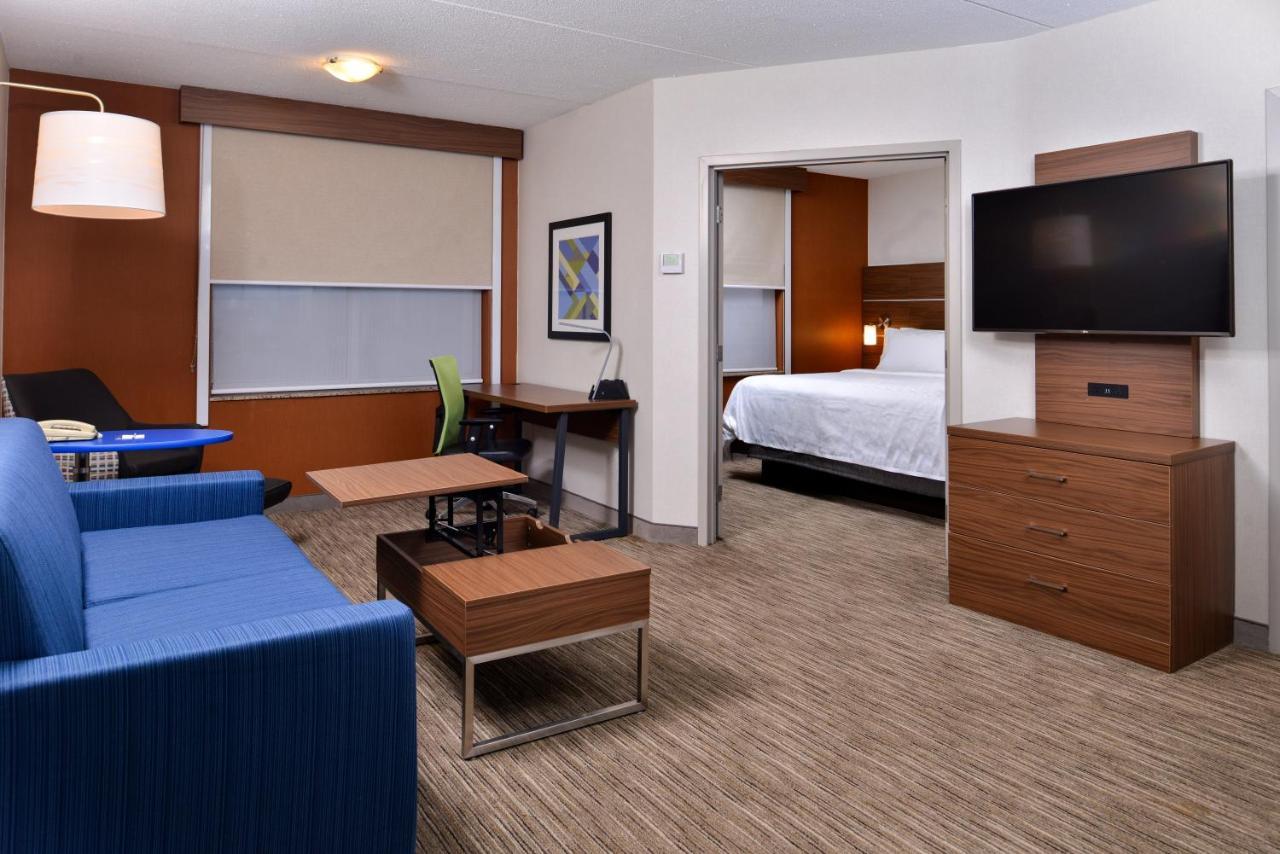 Отель  Отель  Holiday Inn Express & Suites Buffalo Downtown