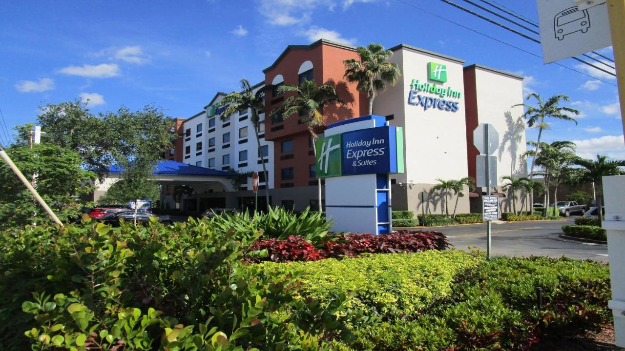 Отель  Holiday Inn Express And Suites Fort Lauderdale Airport West