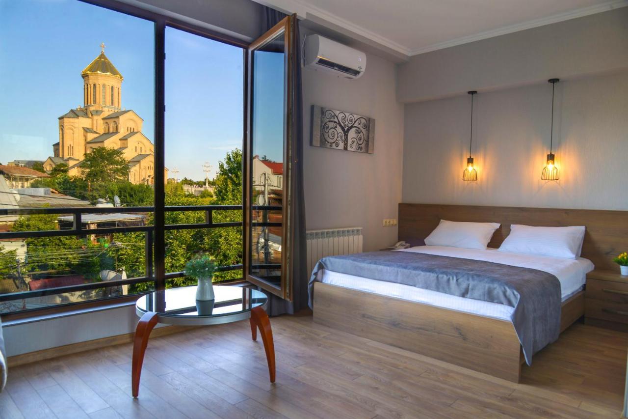 Отель  Hotel Livin