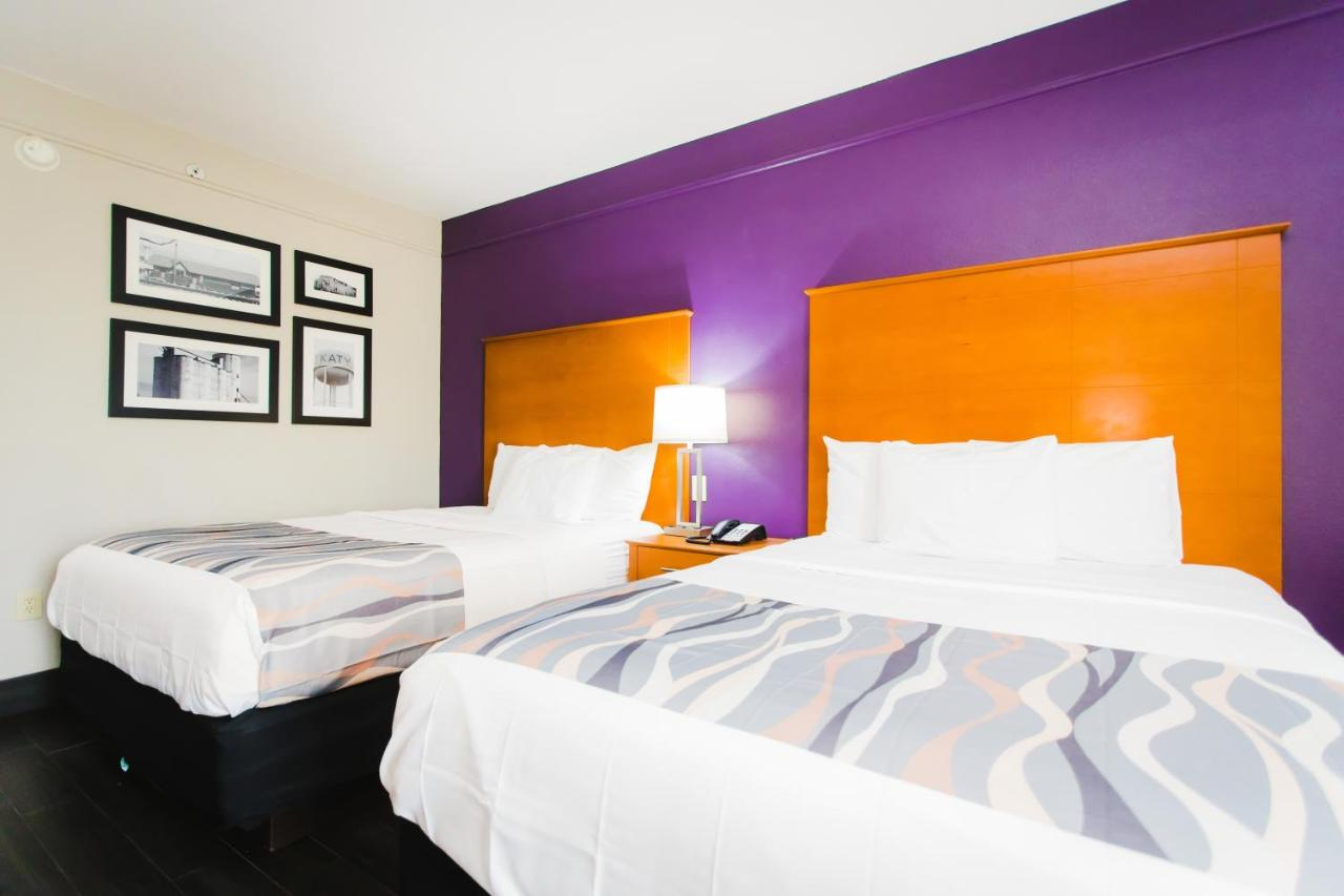 Отель  Palacio Royale Inn Signature Katy