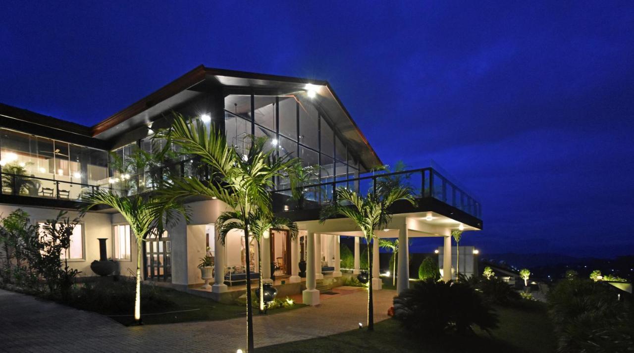 Отель  Fox Kandy By Fox Resorts