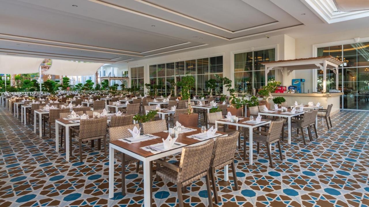 Ресторан / й інші заклади харчування у Rubi Platinum Spa Resort & Suites