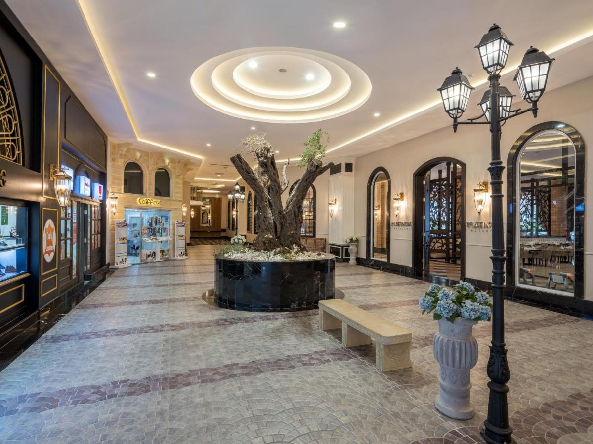 Лобі або стійка реєстрації в Rubi Platinum Spa Resort & Suites