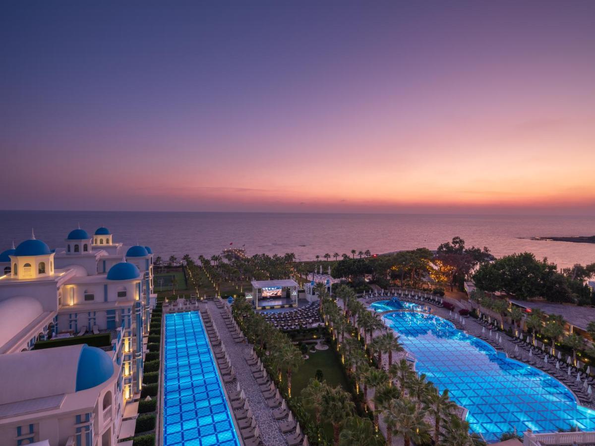Вид на басейн у Rubi Platinum Spa Resort & Suites або поблизу
