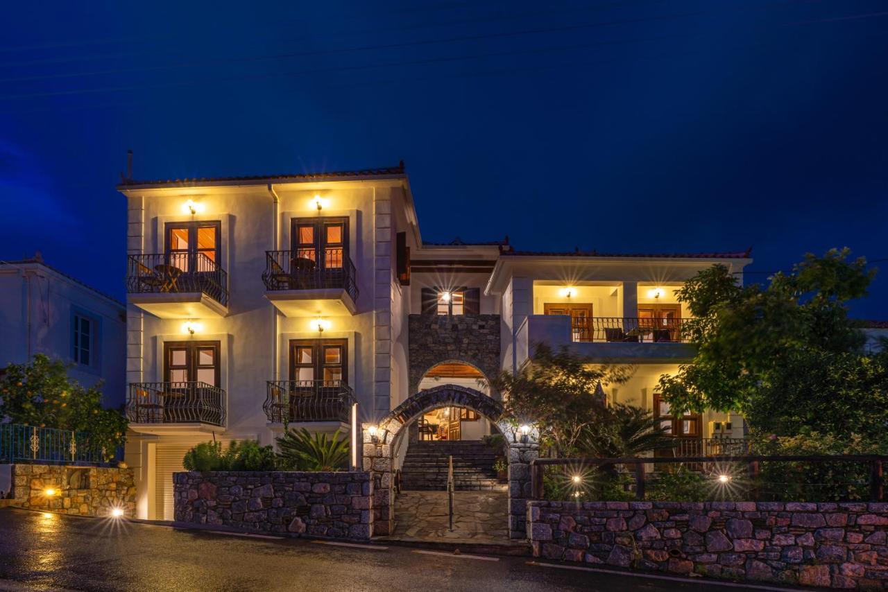 Отель  Paraliako Hotel