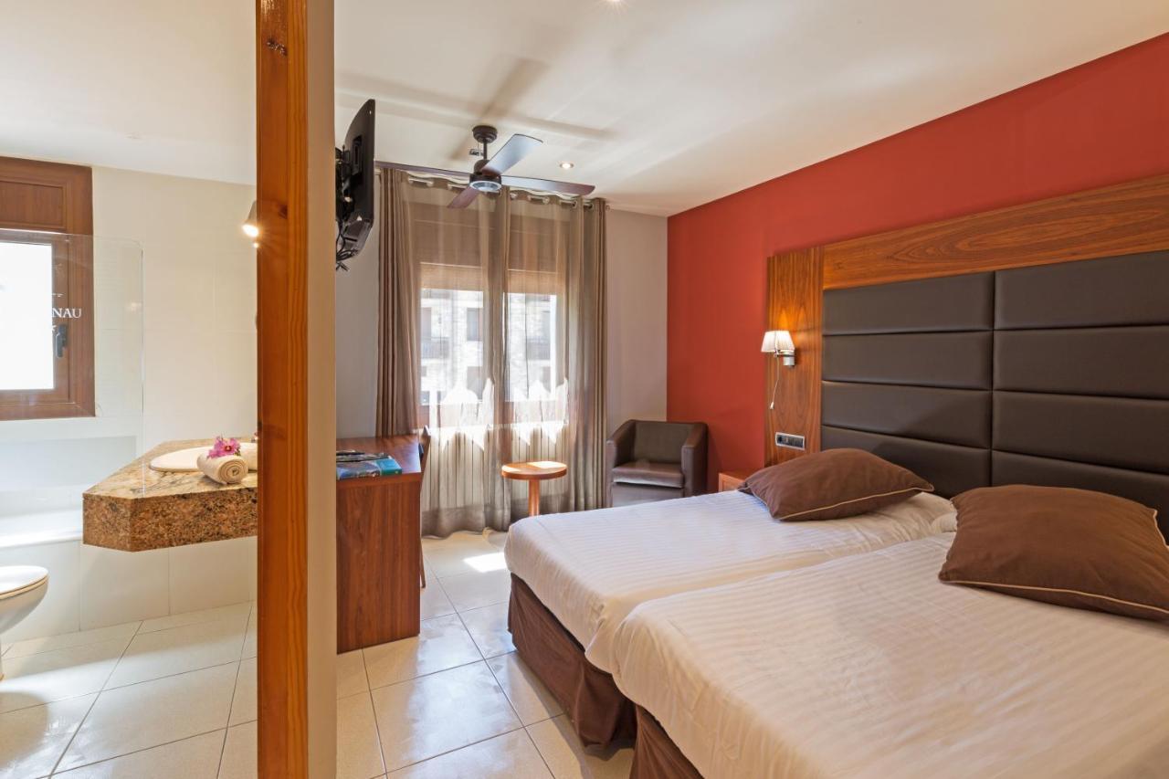 Отель  Hotel Restaurant Castellarnau