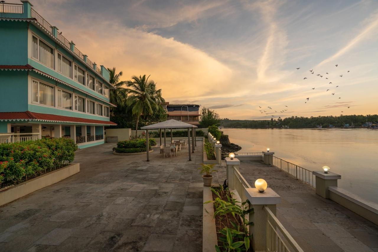Курортный отель  Indy Waterfront Resort