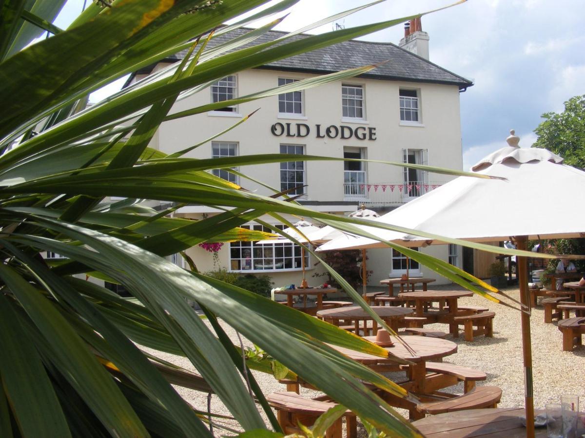Отель  OYO The Old Lodge Hotel