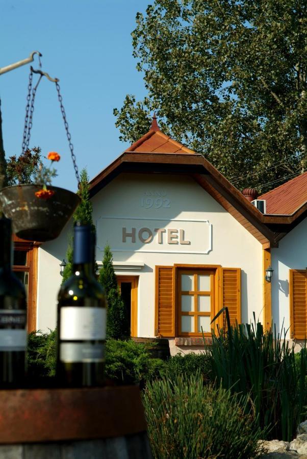 Отель  Vineyard Inn - Szőlőskert