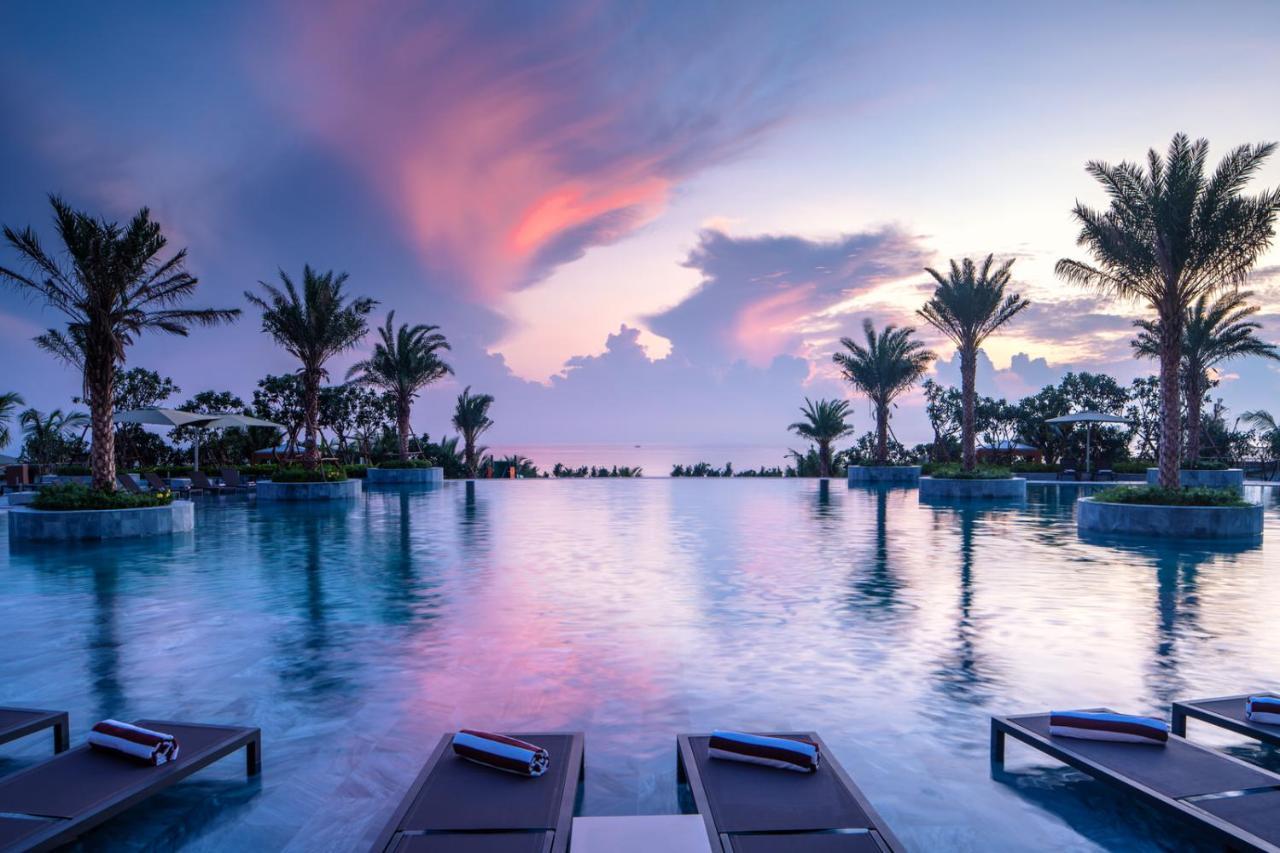 Курортный отель Mövenpick Resort Cam Ranh
