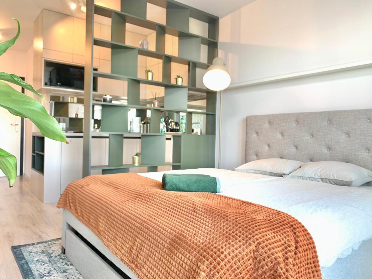 Апартаменты/квартира  Luxury, Bright Studio With Parking And Balcony In Bratislava Center