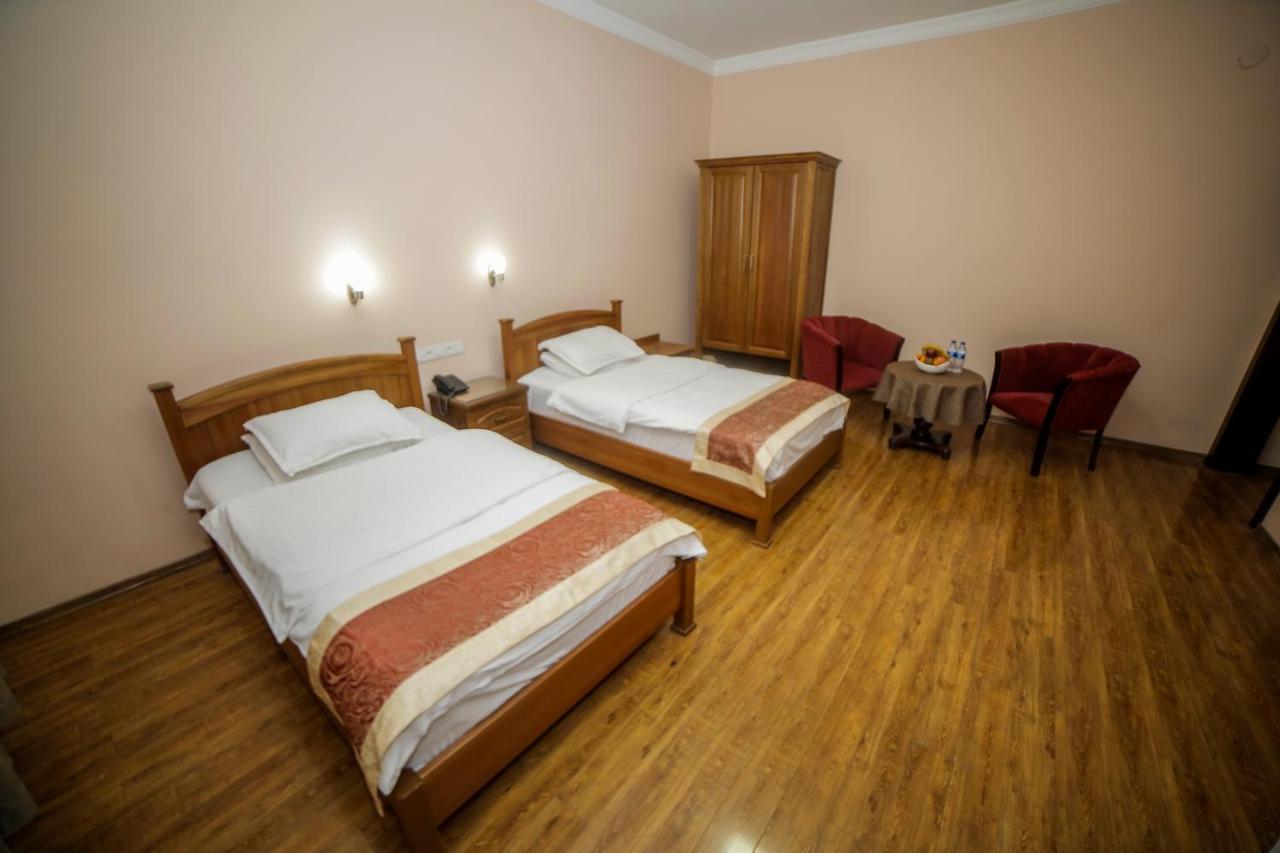 Отель  Отель  Hotel Vella Elegant 2