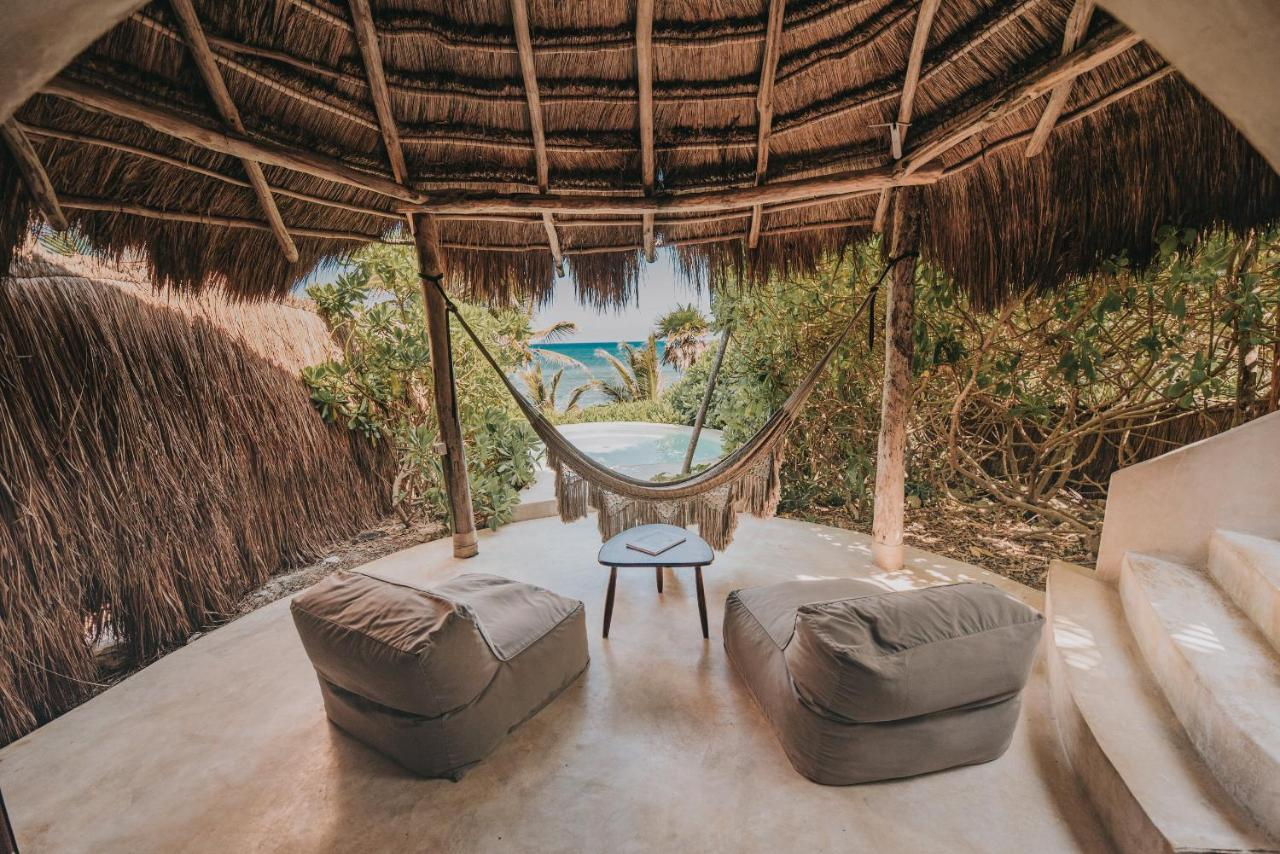 interior de las cabañas de papaya playa project