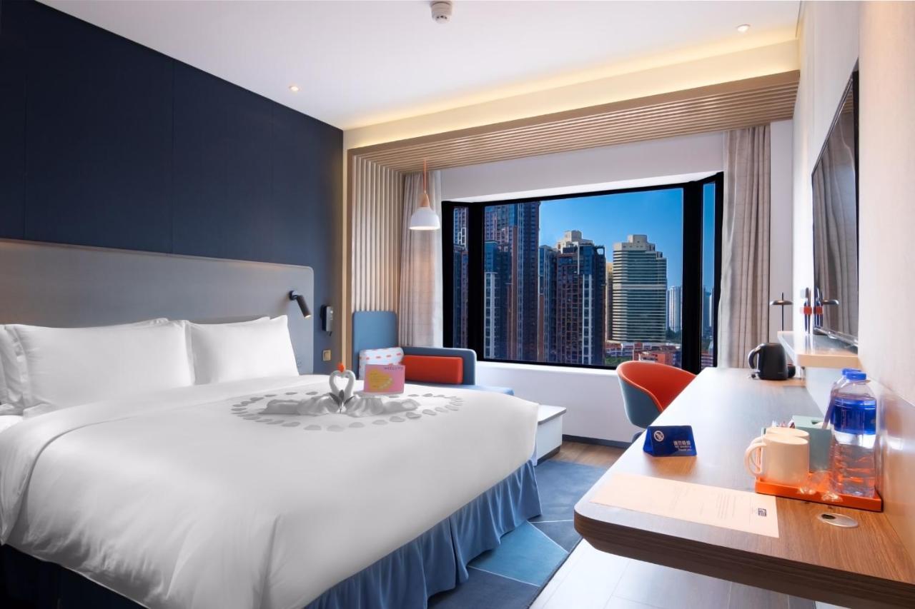 Отель  Holiday Inn Express Shenzhen Dongmen