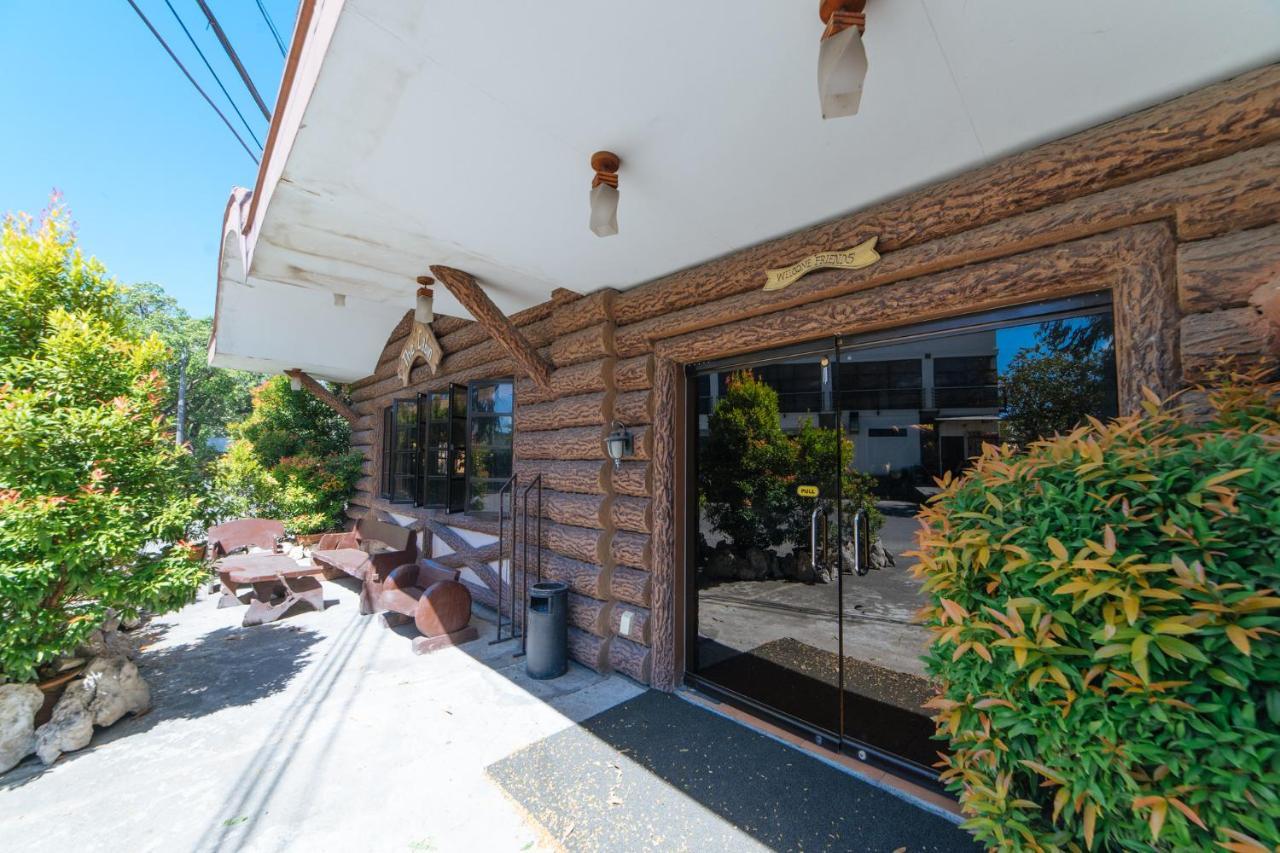 Отель  RedDoorz Hostel @ The Cabin Subic Bay Freeport Zone