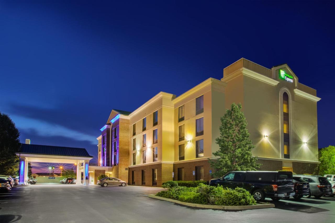 Отель  Отель  Holiday Inn Express Hotel & Suites Fort Wayne