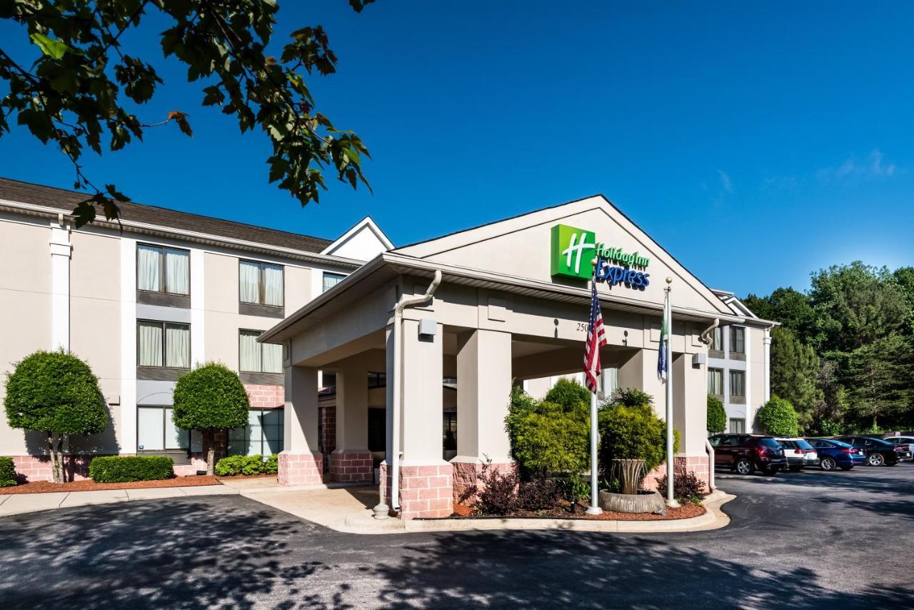 Отель  Holiday Inn Express Hotel & Suites Charlotte Airport-Belmont