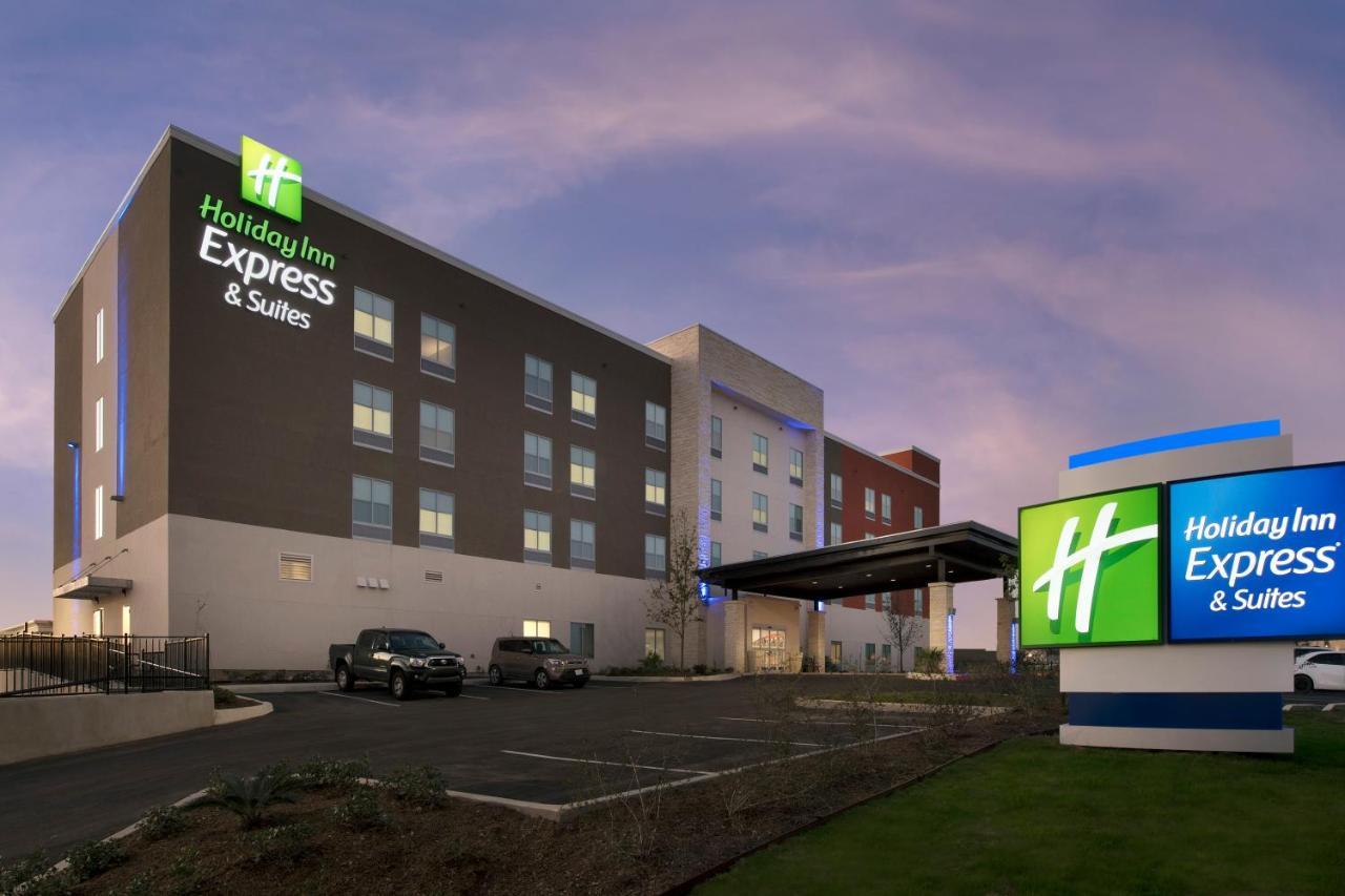 Отель  Holiday Inn Express & Suites San Antonio North-Windcrest