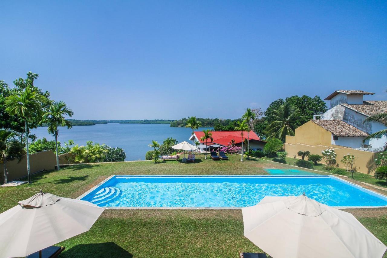Отель  Kalla Bongo Lake Resort