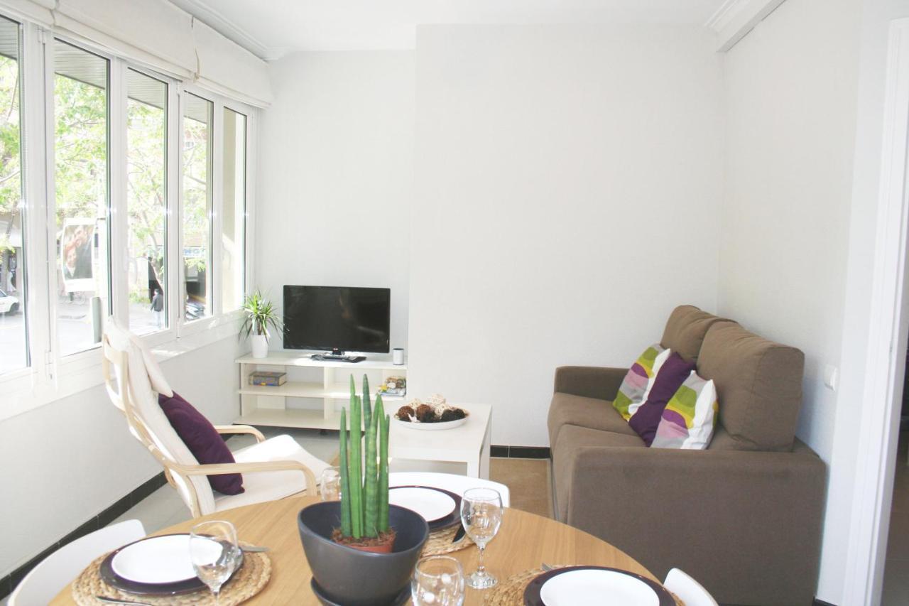 Posizione Divano E Tv apartment carrer lepant, barcelona, spain - booking