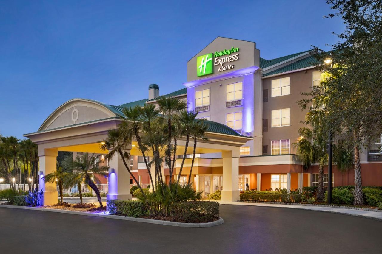 Отель  Holiday Inn Express & Suites Sarasota East