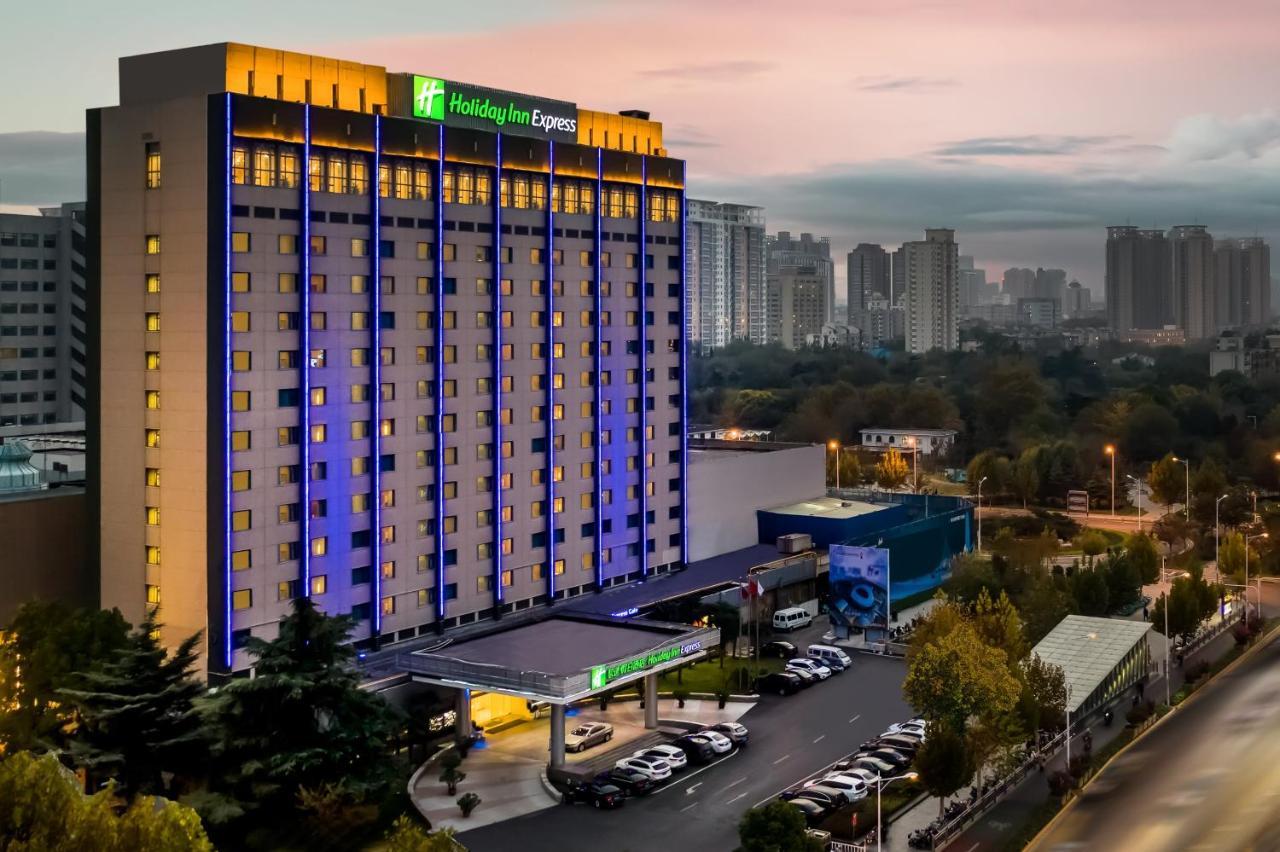 Отель  Отель  Holiday Inn Express Zhengzhou Zhongzhou