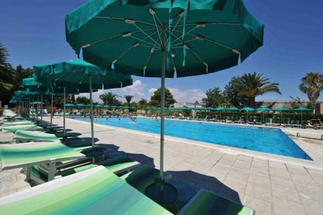 Piscina di Resort La Brunese o nelle vicinanze