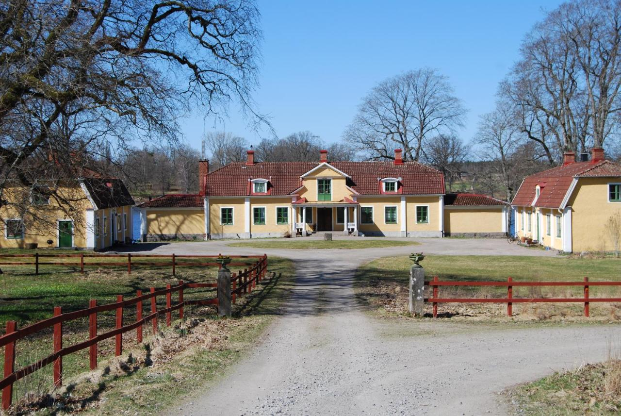 Varberg to Alvesta - 4 ways to travel via train, bus, and car