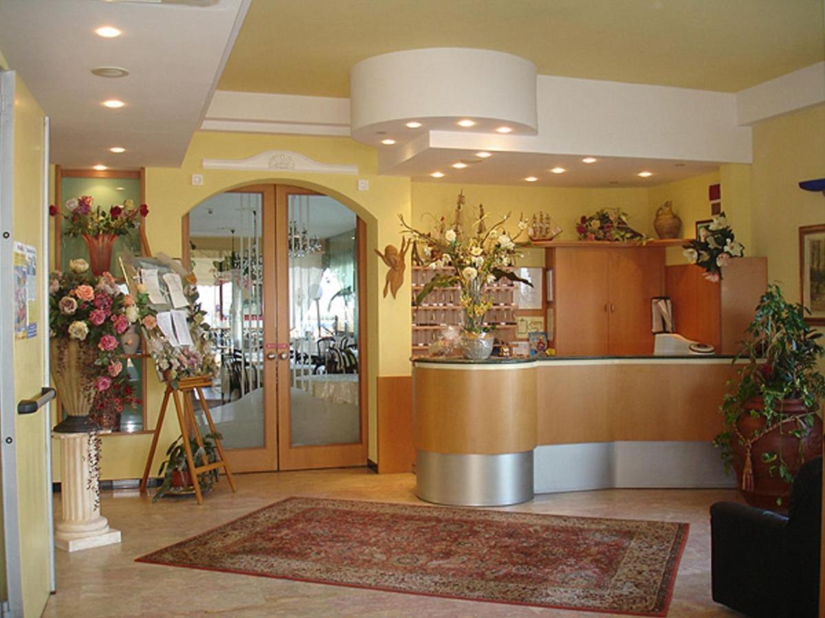 Farfalle Decorative Fai Da Te hotel primavera, lido di savio, italy - booking