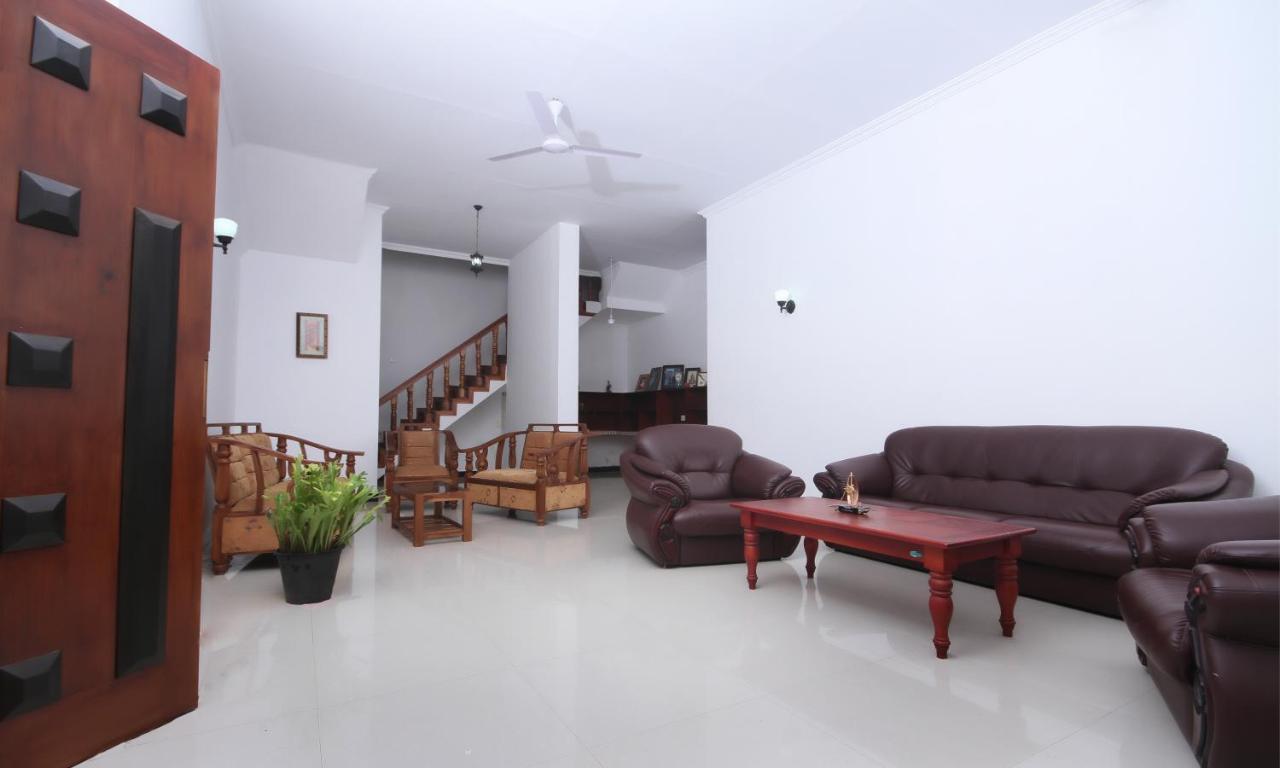 Отель типа «постель и завтрак»  Lanka Residencies Hikkaduwa
