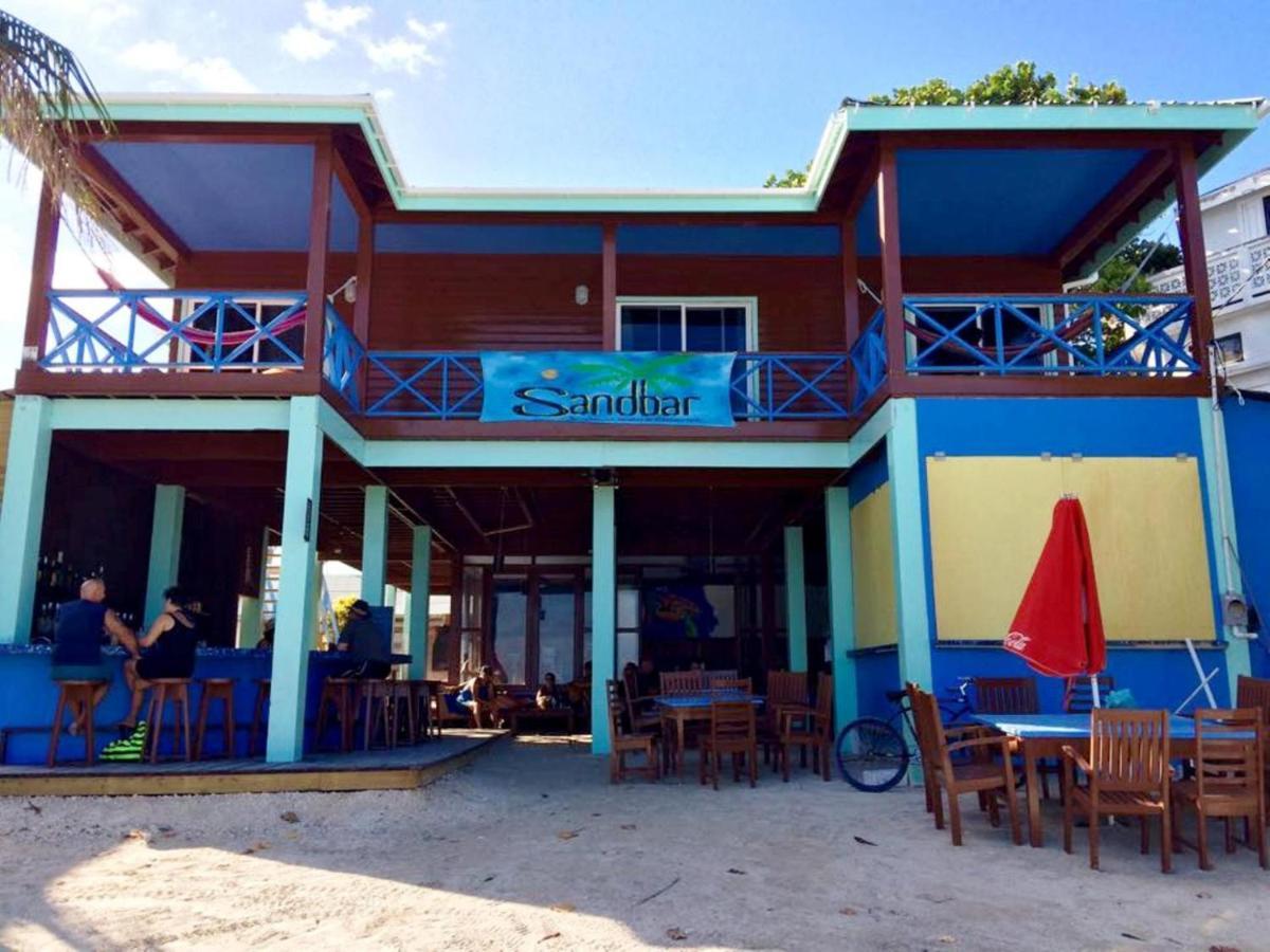 Хостел  Sandbar Beachfront Hostel & Restaurant