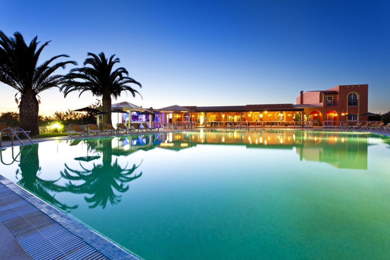 Курортный отель  Colina Village
