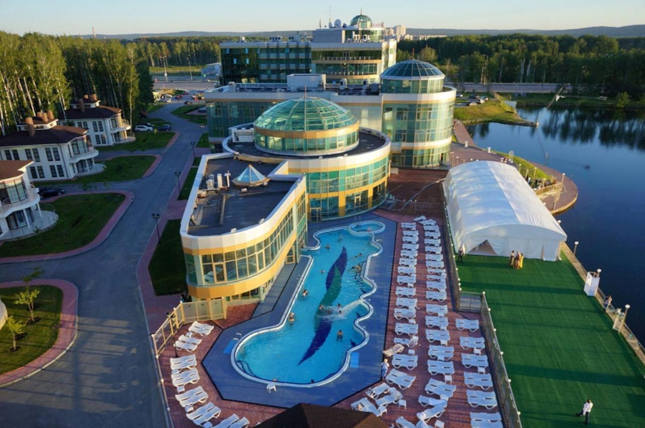 Отель  Отель  Ramada By Wyndham Yekaterinburg Hotel & Spa