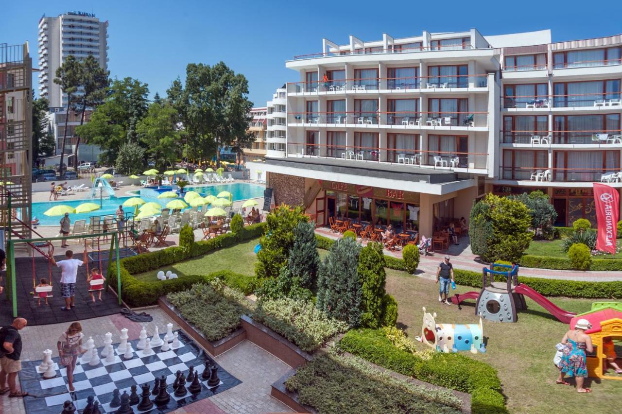O vedere a piscinei de la sau din apropiere de Mercury Hotel-Premium All Inclusive